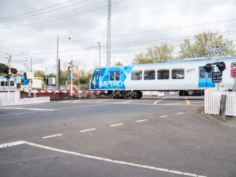 Level crossing removal contract awarded