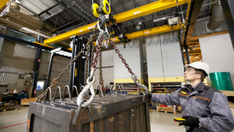 Advantages of renting an overhead crane in competitive industries